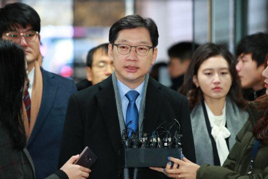 法의 심판 앞둔 김경수·안희정 … 희비 엇갈리나